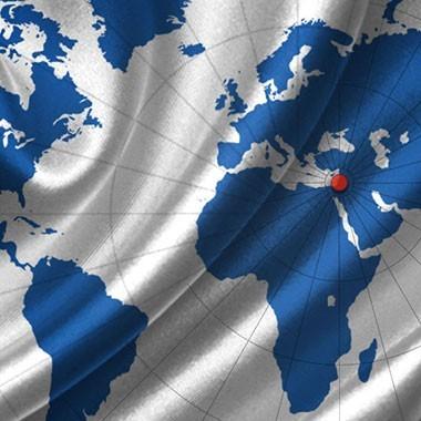 """איור של גלים על מפת העולם, ישראל מסומנת בנקודה אדומה, עבור עיצוב לקק""""ל היום."""